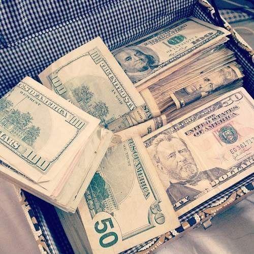 Деньги, доллары, пачки денег.