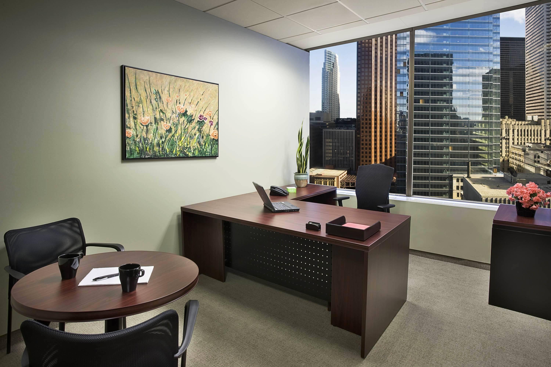 Служебный дизайн кабинет в офисе