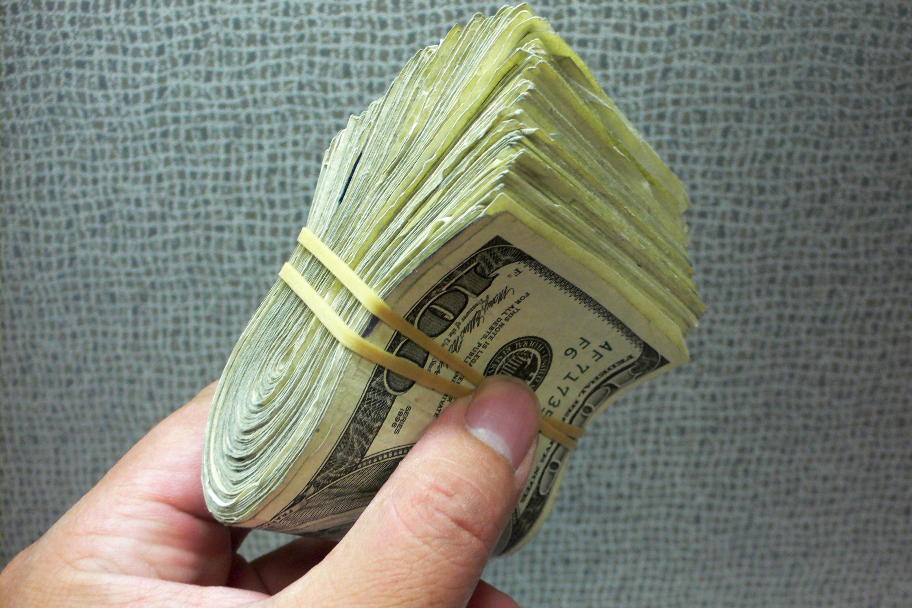 Пачка денег для статьи о денежном мышлнии.