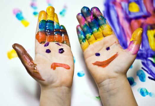 Эмоции на руках, красками. Для Easymlm.ru